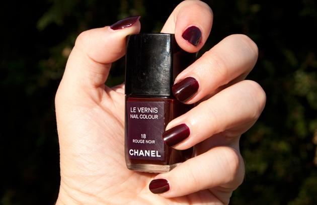 Noir Vernis le Vernis Rouge Noir de Chanel
