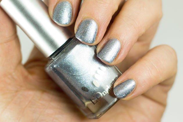 l-onglerie-gris-metallise